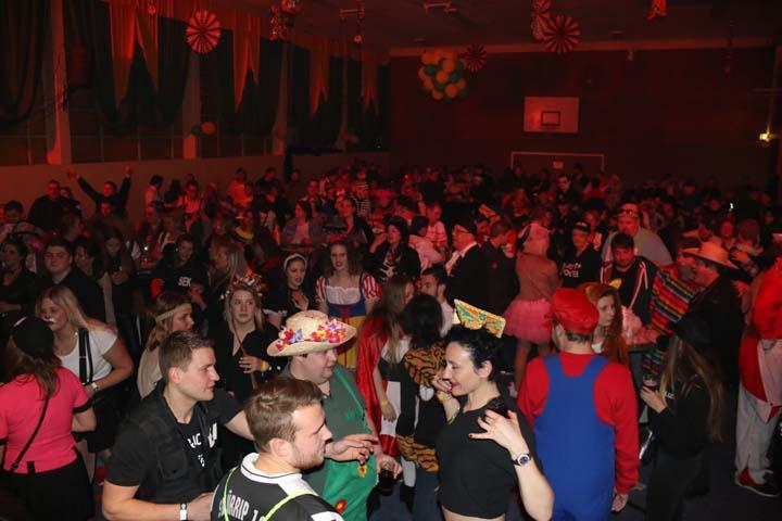 Große Partynacht in Grün und Gelb